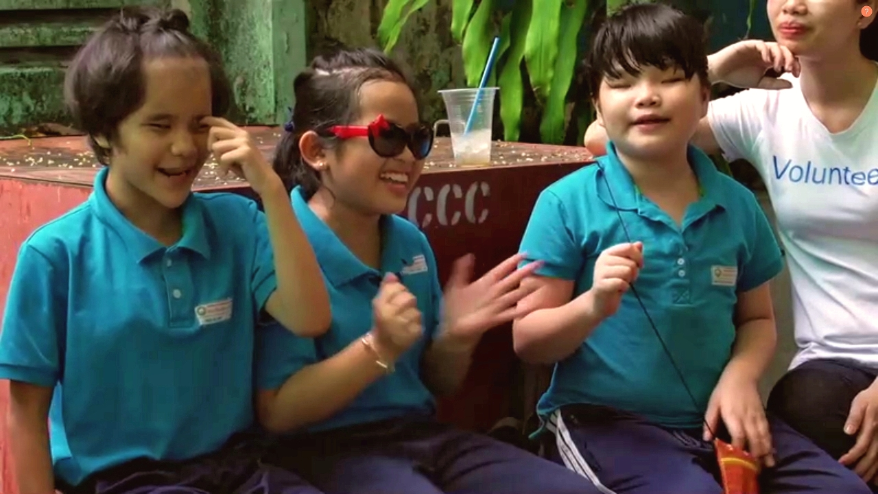Vietnamese schoolchildren singing